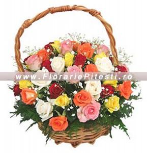 Cos trandafiri multicolori
